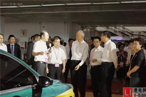 市委书记蔡奇参观科博会北汽展台 称赞EU300换电版出租车