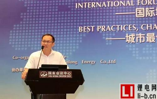 银隆新能源副总裁李贤能发表演讲