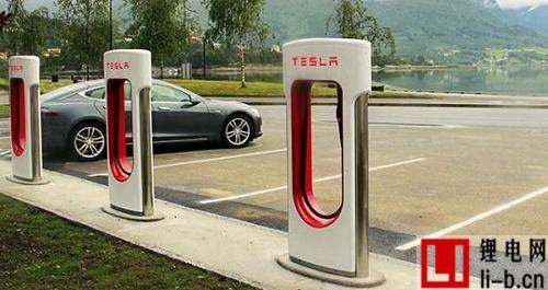 特斯拉发展太阳能充电站,摆脱对电网的依赖