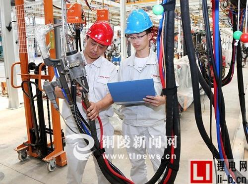 泰新新能源汽车项目安装生产线