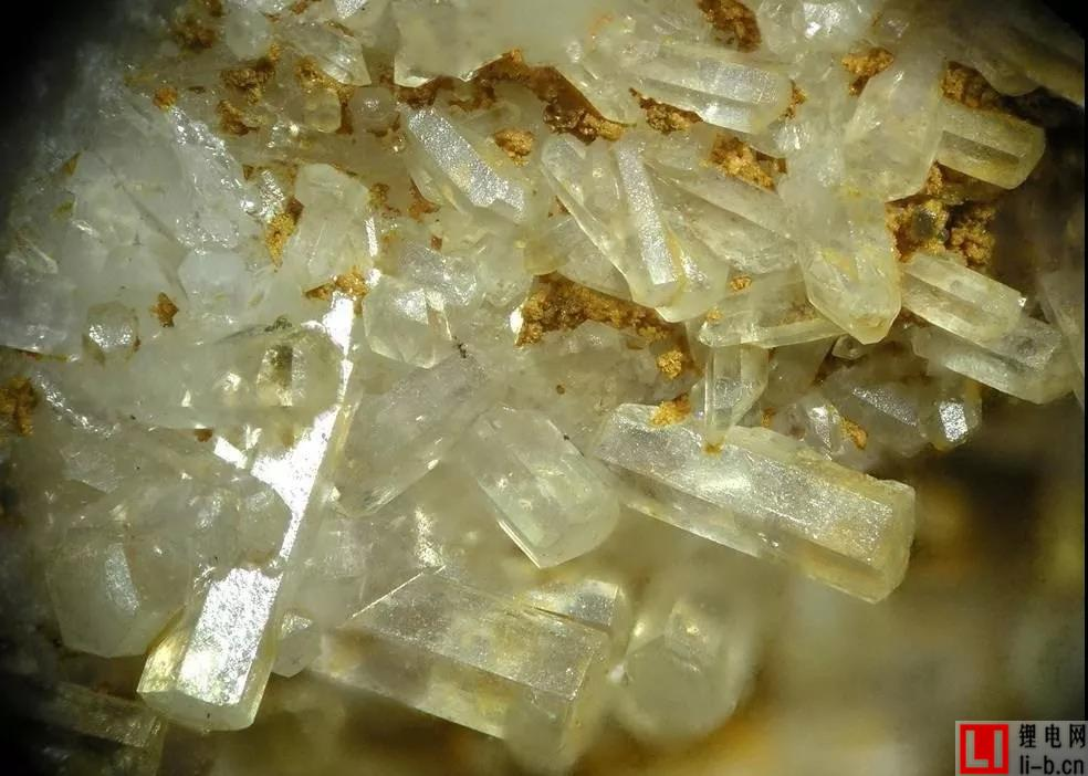 六氟磷酸锂.jpg