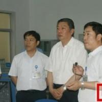 集团公司总经理林左鸣来中航锂电视察