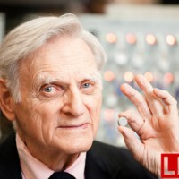 锂电池之父能否摘得2017诺贝尔化学奖桂冠?
